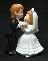 Wedding Couple/Kissing - Porcelain